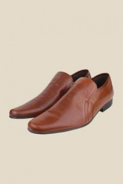 upto 60% offer on redtape shoes