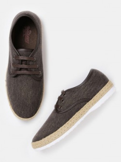 Roadster Casuals shoes from 512