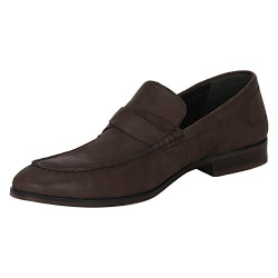 Red Tape Men's Shoes upto 83% off starting @ 745